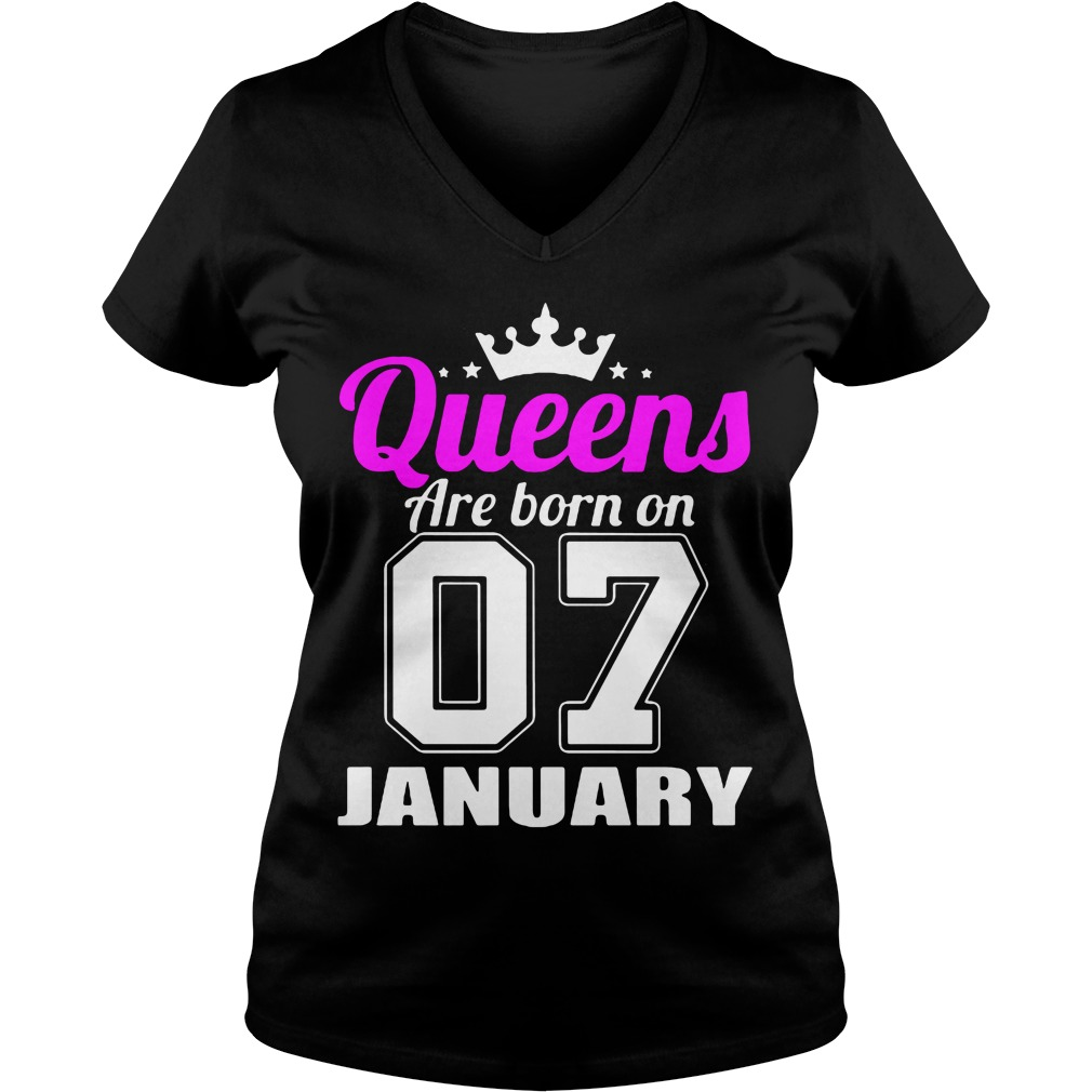 Queens Are Born On 07 January V Neck T Shirt