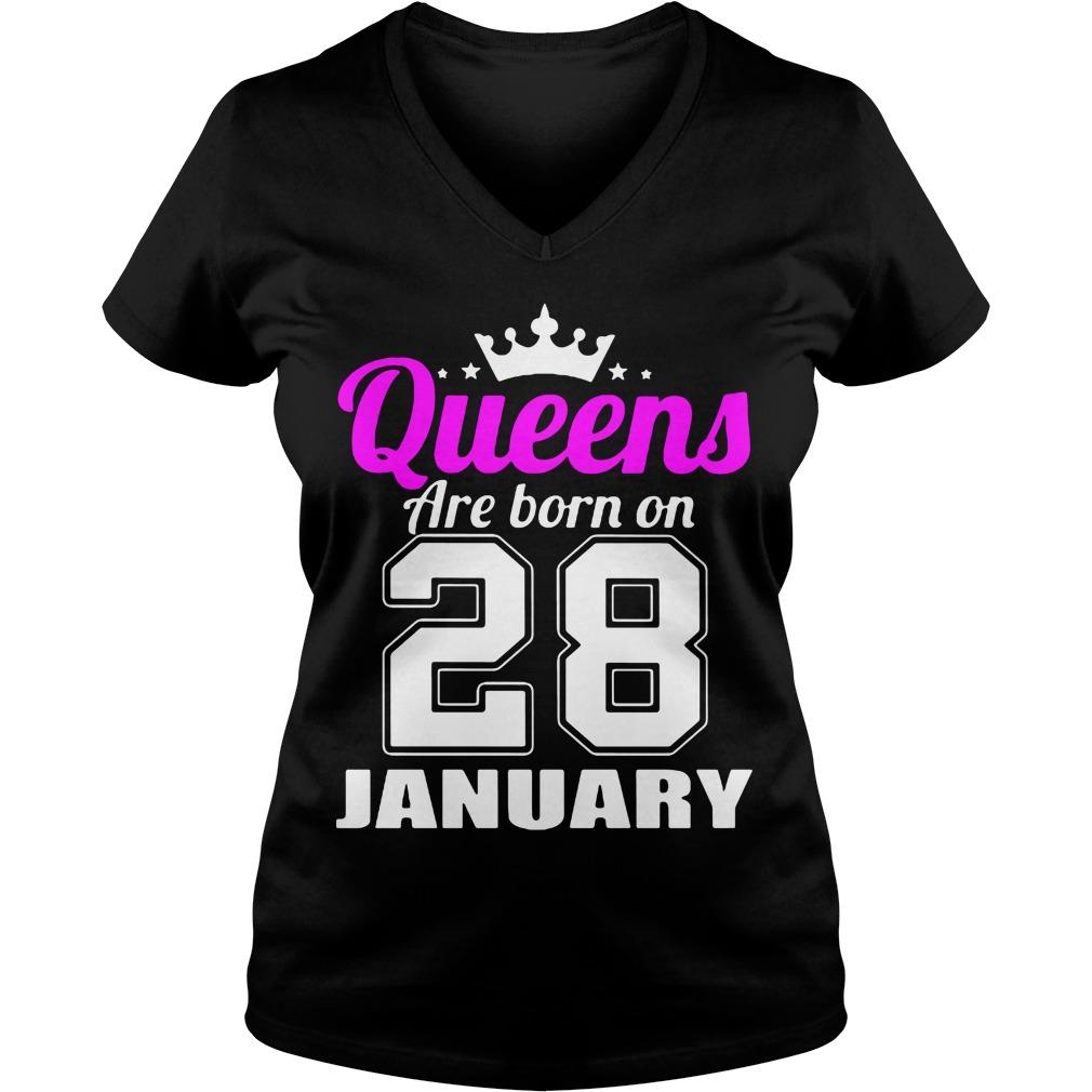Queens Born 28 January V-neck t-shirt
