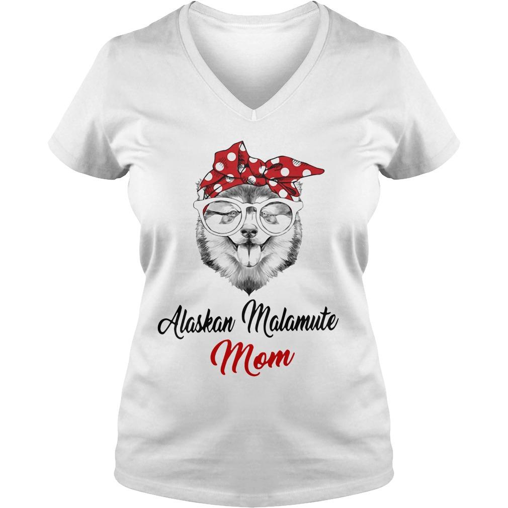 Dog Mom Alaskan Malamute Mom V Neck T Shirt