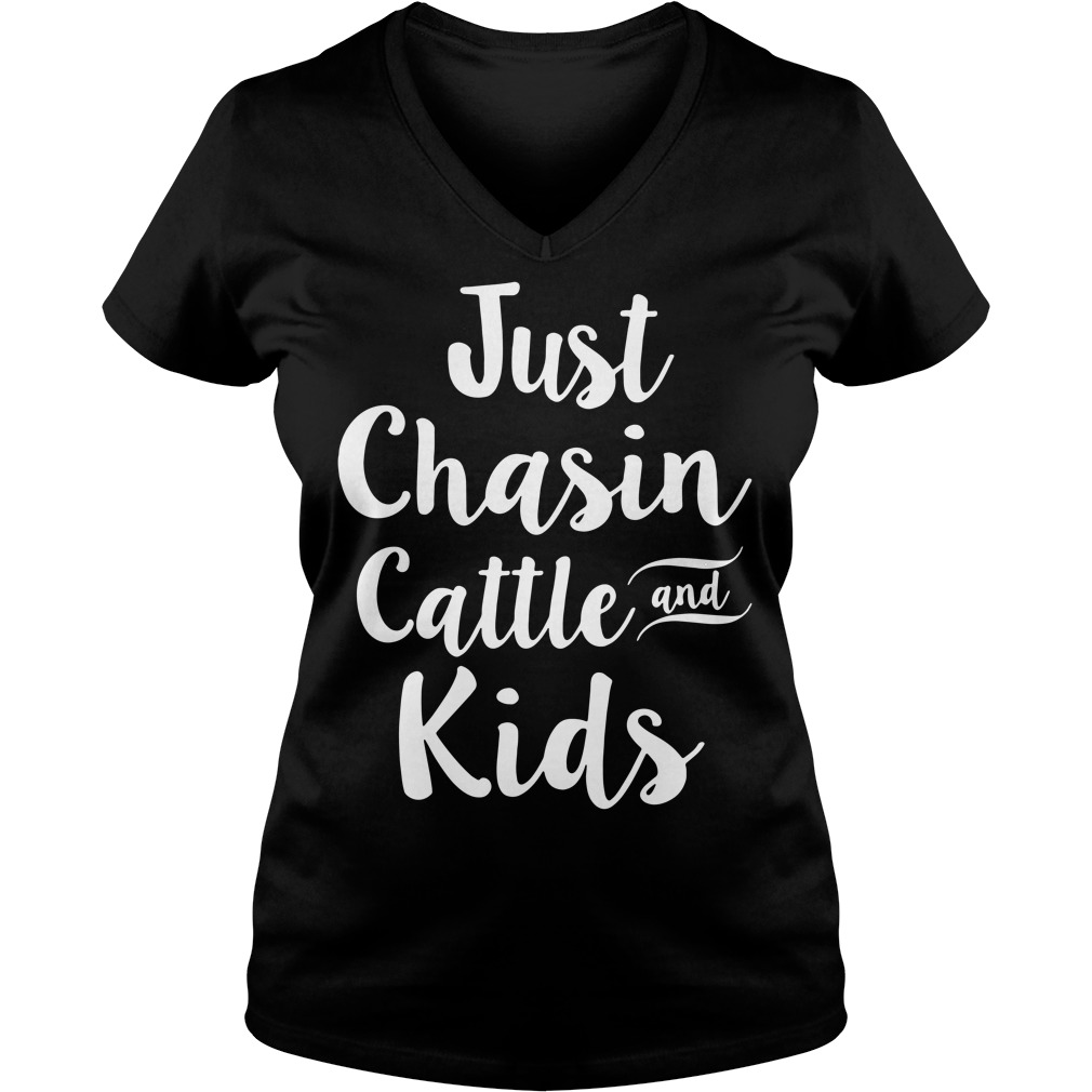 Just chasin cattle and kids V-neck T-shirt