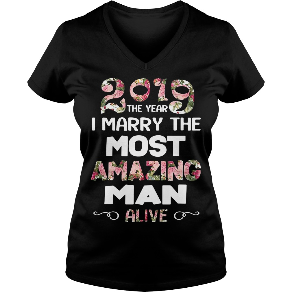 2019 the year I marry the most amazing man alive V-neck T-shirt