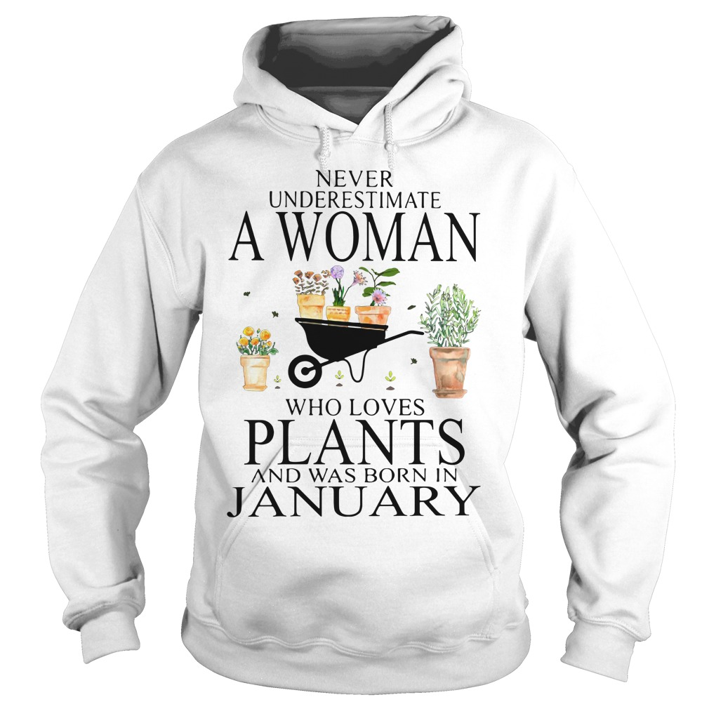 Never underestimate a woman who loves plants Hoodie