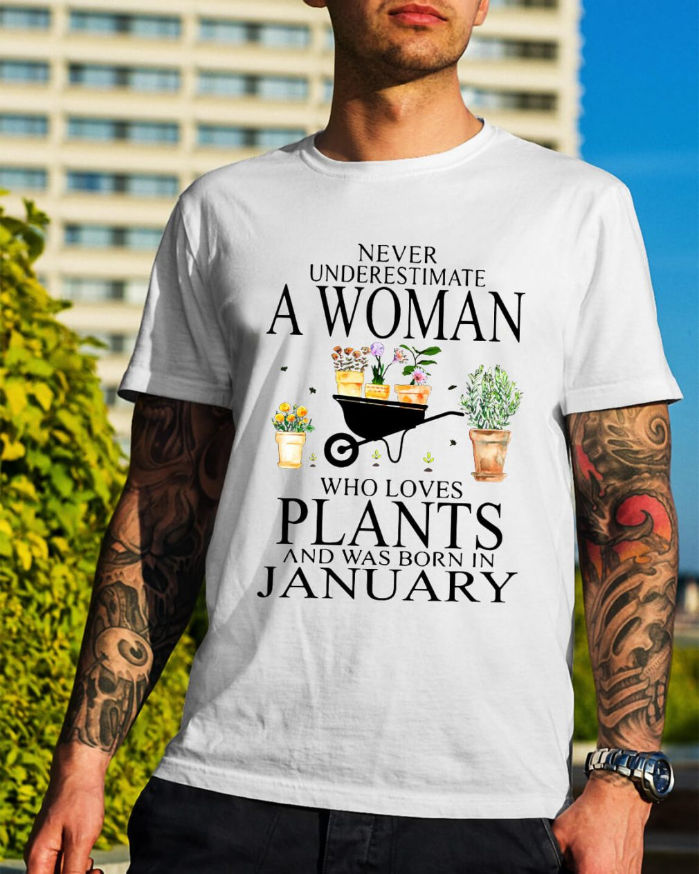 Never underestimate a woman who loves plants shirt