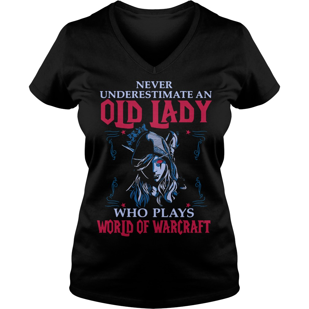 Never underestimate an old lady who plays world of warcraft V-neck T-shirt