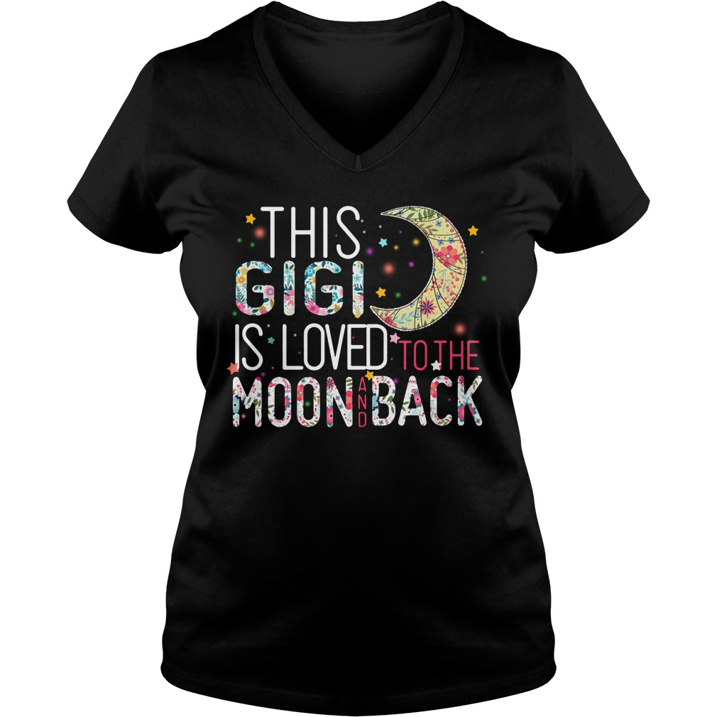 This Gigi is loved to the moon and back V-neck T-shirt