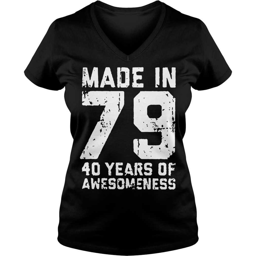 Made in 79 40 years of awesomeness V-neck T-shirt