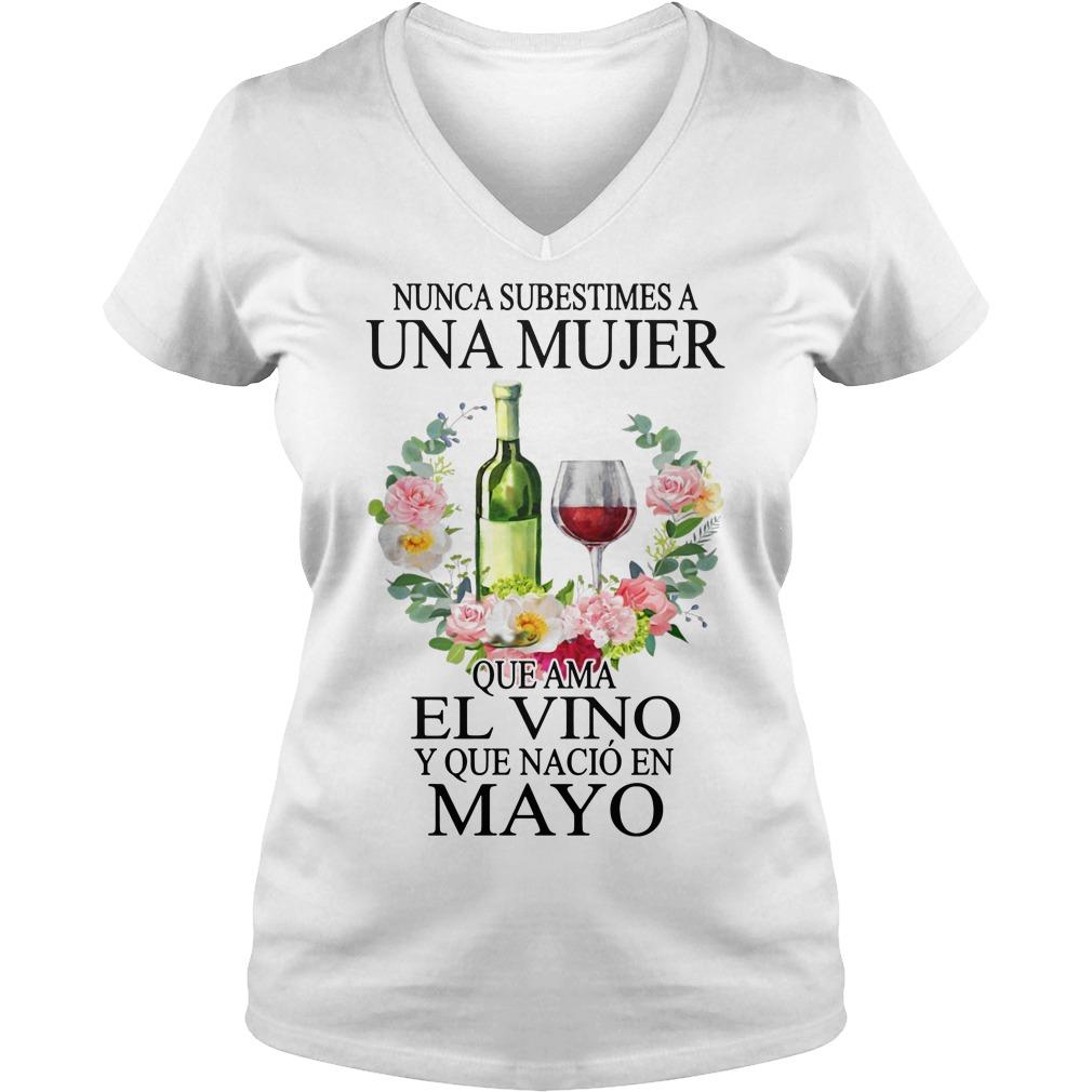Nunca subestimes a Una Mujer Que Ama El Vino Y Que Nacio En V-neck T-shirt