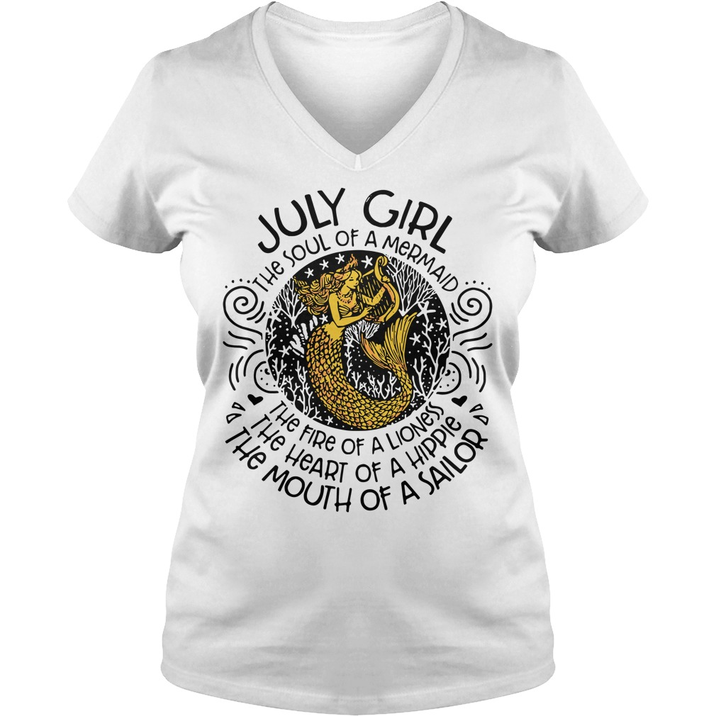 July girl the soul of a mermaid the fire of a lioness V-neck T-shirt