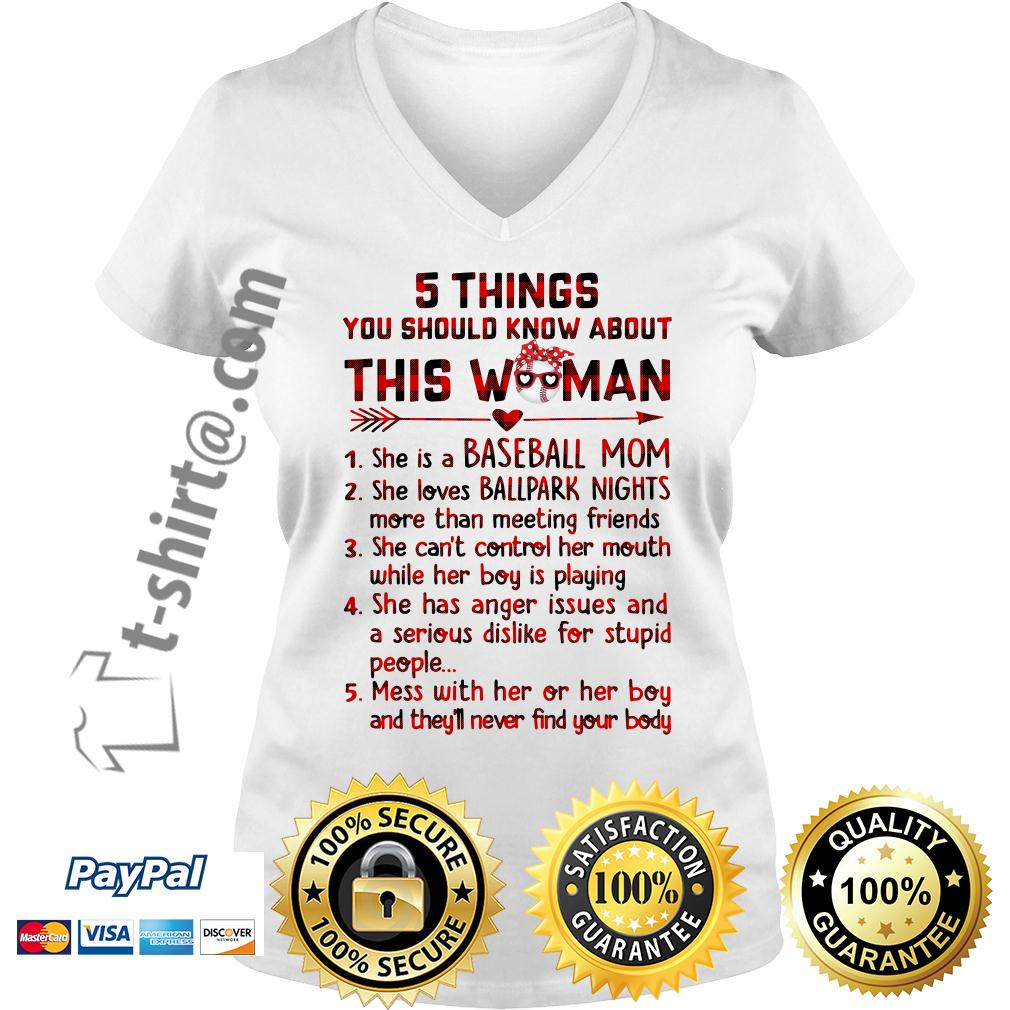 5 things you should know about this woman she is a baseball mom V-neck T-shirt