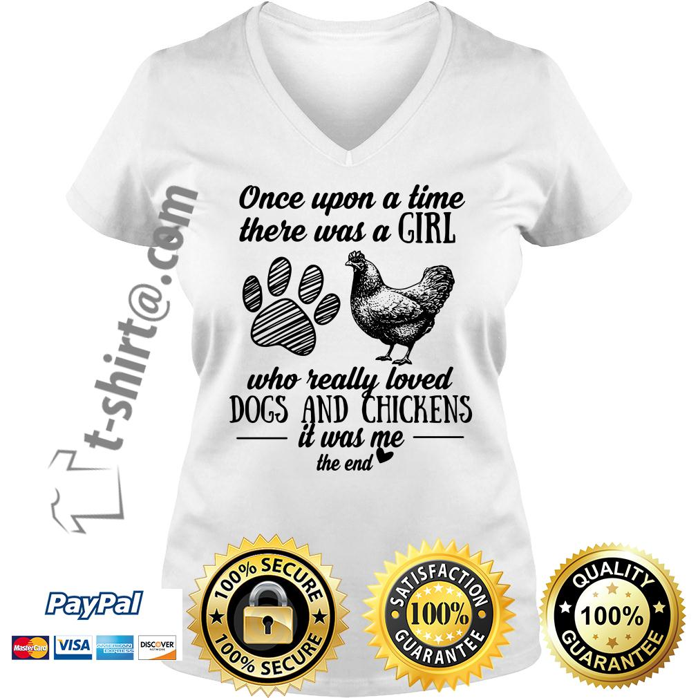 A girl who really loves dogs and chickens it was me the end V-neck T-shirt