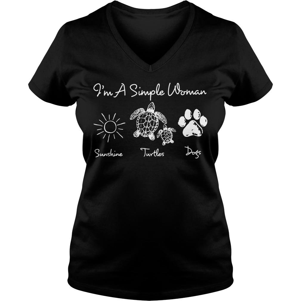 I'm a simple woman I like sunshine turtles dogs paw V-neck T-shirt