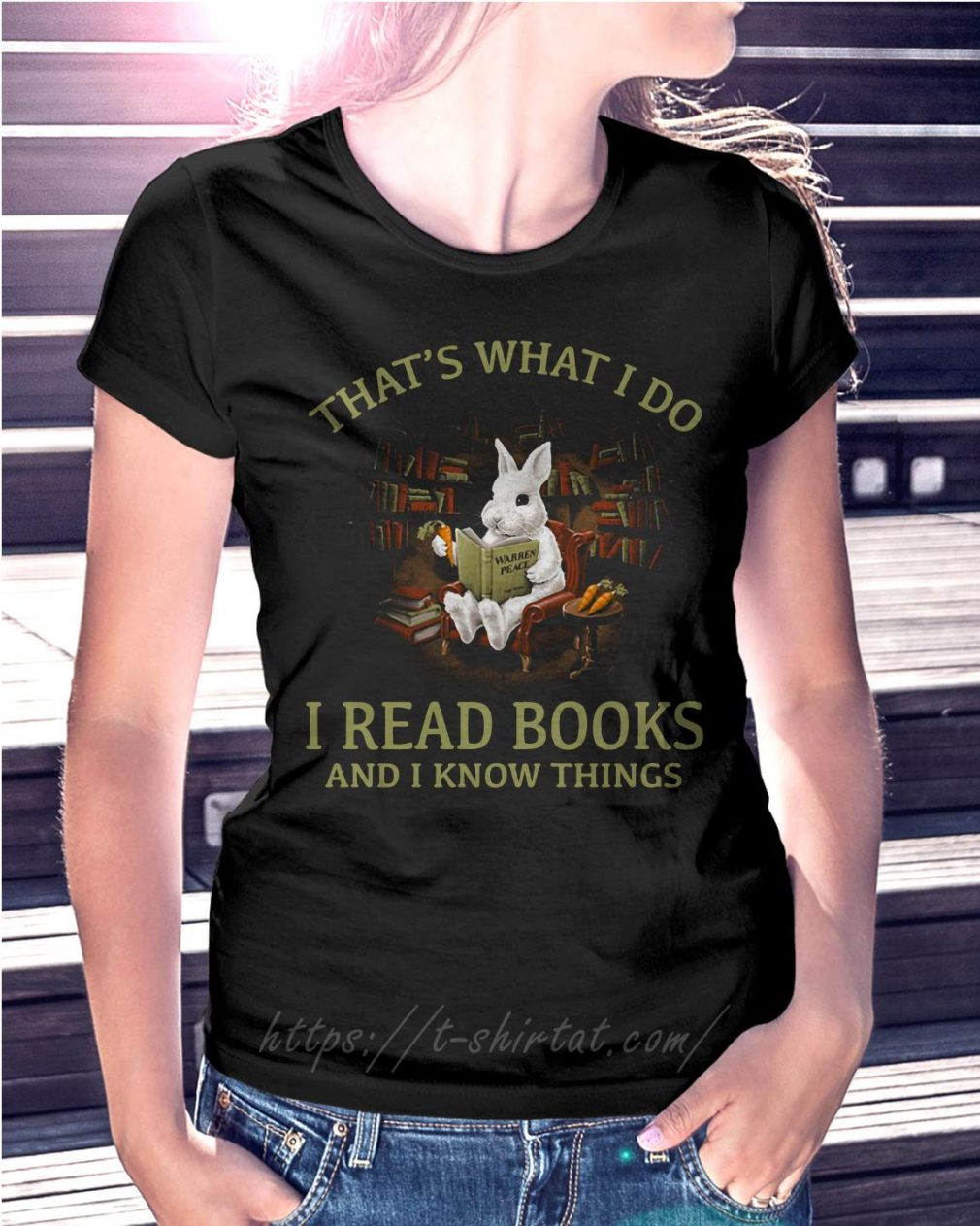 Rabbit that's what I do I read books and I know things T-shirt