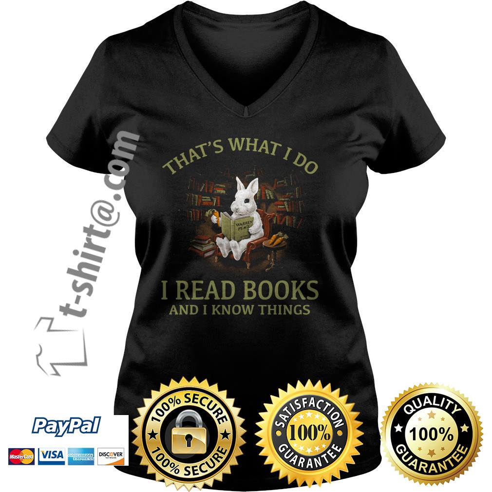 Rabbit that's what I do I read books and I know things V-neck T-shirt