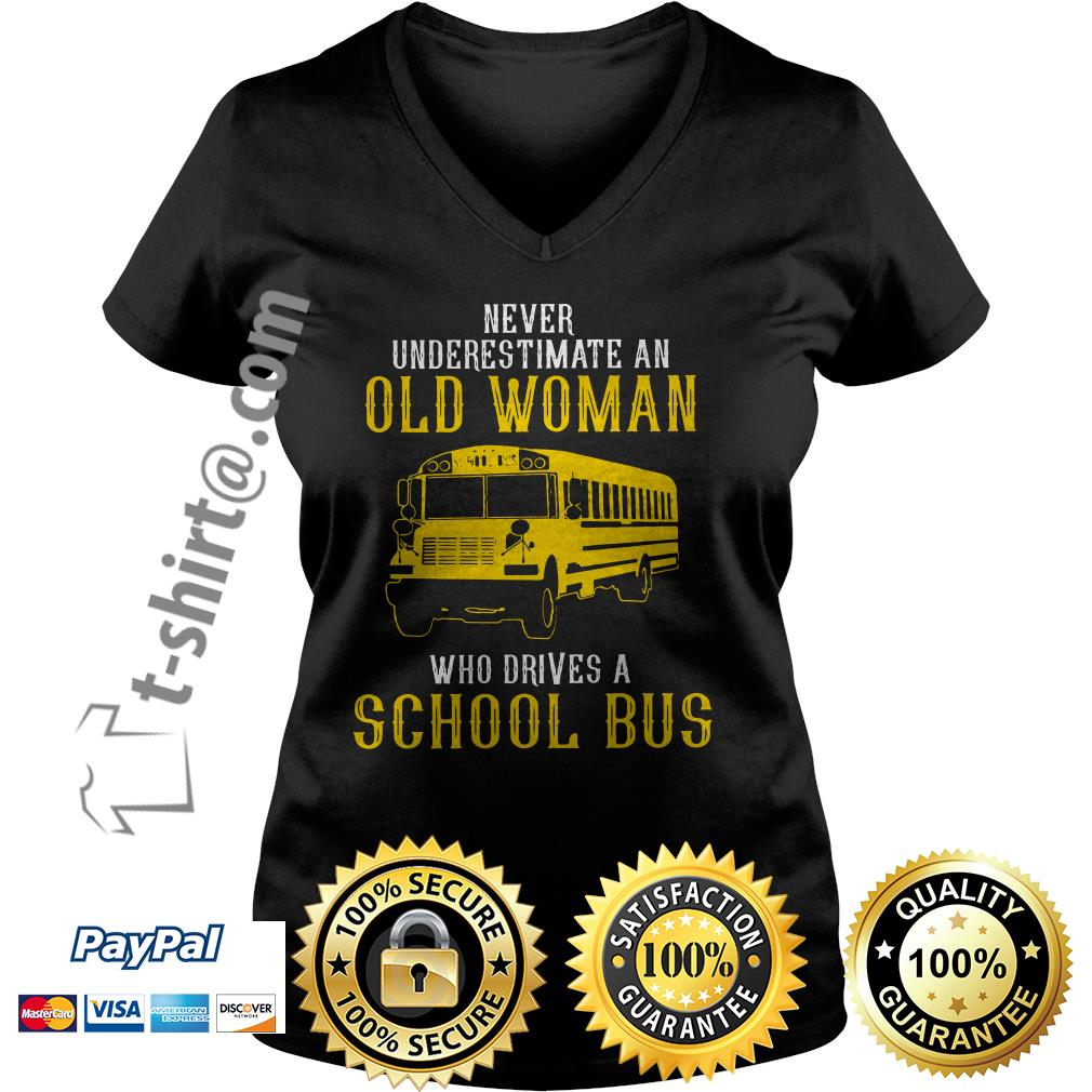 Bus never underestimate an old woman who drives a school bus V-neck T-shirt