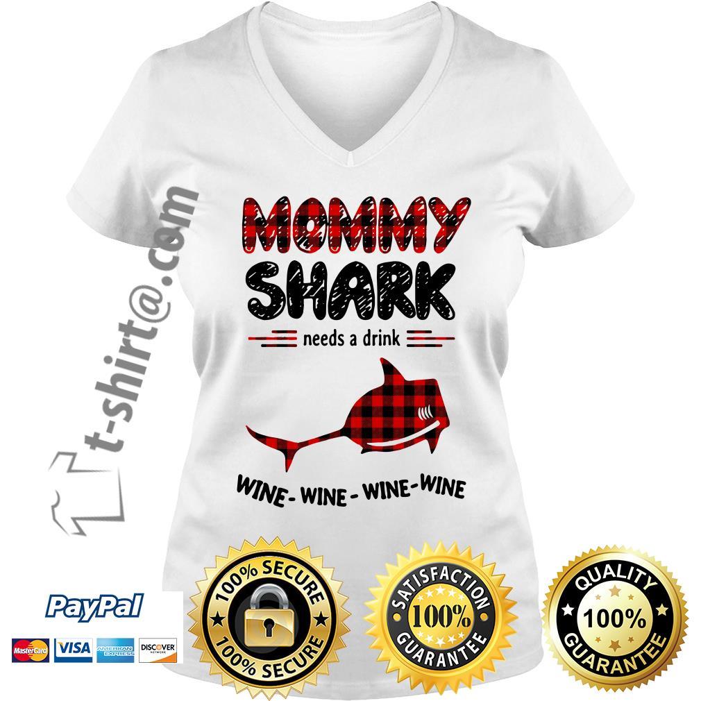 Mommy shark needs a drink wine wine wine wine V-neck T-shirt