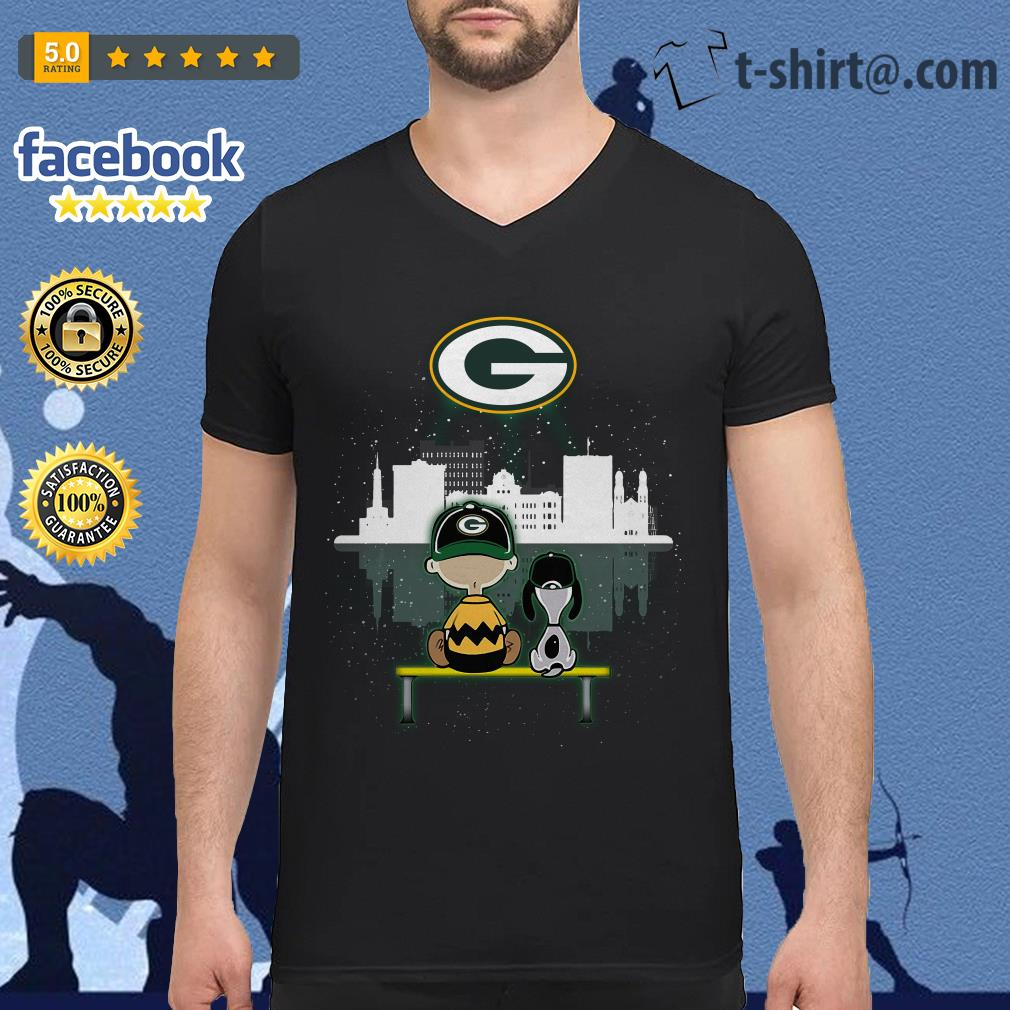 Charlie Brown and Snoopy dog watching Green Bay Packers V-neck T-shirt