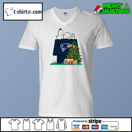 New England Patriots Snoopy NFL Ornament, t-shirt and hoodie v-neck-t-shirt